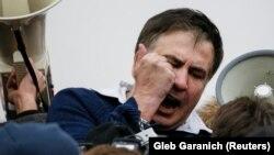 Міхеїл Саакашвілі, звільнений після першої спроби затримання. Київ, 5 грудня 2017 року