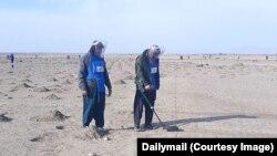 جنگجوی گروه طالبان برای پاکسازی مین به استخدام نهاد خیریه بریتانیایی درآمدهاند.