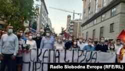 Архивска фотографија од првиот протест на опозициската ВМРО-ДПМНЕ против поскапувањето на струјата