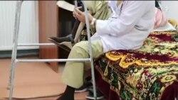 داكترى كه خود معلول است بيماران را تداوى میكند