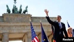 Barack Obama şi Angela Merkel în faţa Porţii Brandenburg, Berlin, 19 iunie 2013