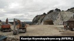Столовая вместо пещерного города. В Крыму разрушают Качи-Кальон (фоторепортаж)