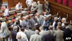 Парламент Украины снова не может прийти к общему знаменателю - вопреки договоренности лидеров фракций