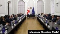 საგარეო საქმეთა სამინისტროს წარმომადგენლების და ჟენევის დისკუსიების თანათავმჯდომარეთა შეხვედრა 18 ნოემბერს თბილისში გაიმართა.