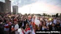 Мирная акция в Минске у Белтелерадиокомпании, 15 августа 2020 года.
