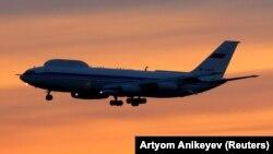 Egy Il-80-as repülő száll Moszkva fölött. 2015. március 19.