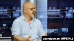 Каро Егнукян в студии «Азатутюн ТВ» (архив)