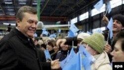 Лидер Партии регионов Виктор Янукович сумел подняться из политического нокаута