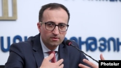 Armenia -- Health Minister Arsen Torosian at a news conference in Yerevan, March 26, 2020.