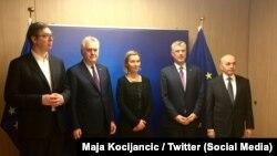 Razgovori u Briselu: Aleksandar Vučić, Tomislav Nikolić, Federica Mogherini, Hašim Tači i Isa Mustafa