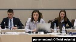 Cristina Țărnă, la dezbaterile din parlament