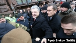 Former Ukrainian President Petro Poroshenko arrives at the State Bureau of Investigation for questioning as a witness in Kyiv on January 24.