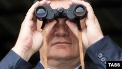 Виктор Янукович ўтган ҳафта Украиандан қочганидан бери қаердалиги номаълум қолмоқда.