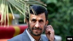 آقای احمدی نژاد از حضور نمايندگان کشورهای عربی در کنفرانس آناپولیس «ابراز تاسف» کرد.