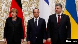 Գերմանիայի կանցլեր Անգելա Մերկելը, Ֆրանսիայի նախագահ Ֆրանսուա Օլանդը և Ուկրաինայի նախագահ Պետրո Պորոշենկոն, արխիվ