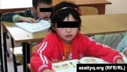 Кәмелеттік жасқа толмағандарды бейімдеу орталығындағы балалар. Алматы, 16 қараша 2015 жыл.