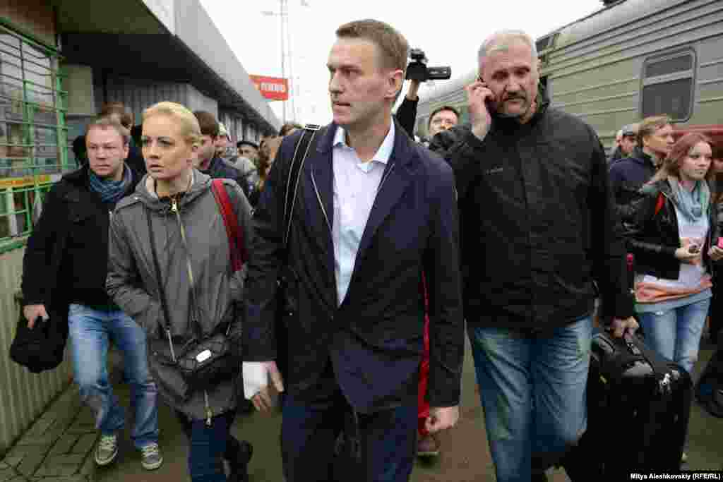 Алексей и Юлия Навальные прибыли в Киров на суд. Фото Мити Алешковского специально для Радио Свобода