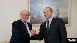 Sepp Blatter (majtas) dhe presidenti rus, Vladimir Putin - foto arkivi