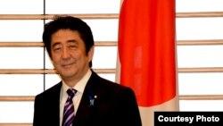 Снижение личного рейтинга Синдзо Абэ не повлияло на победу его партии