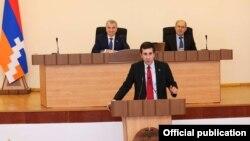 Национальное собрание Нагорного Карабаха избирает омбудсменом Рубена Меликяна, Степанакерт, 5 мая 2016 г. (Фотография со страницы Национального собрания Нагорного Карабаха в Facebook)