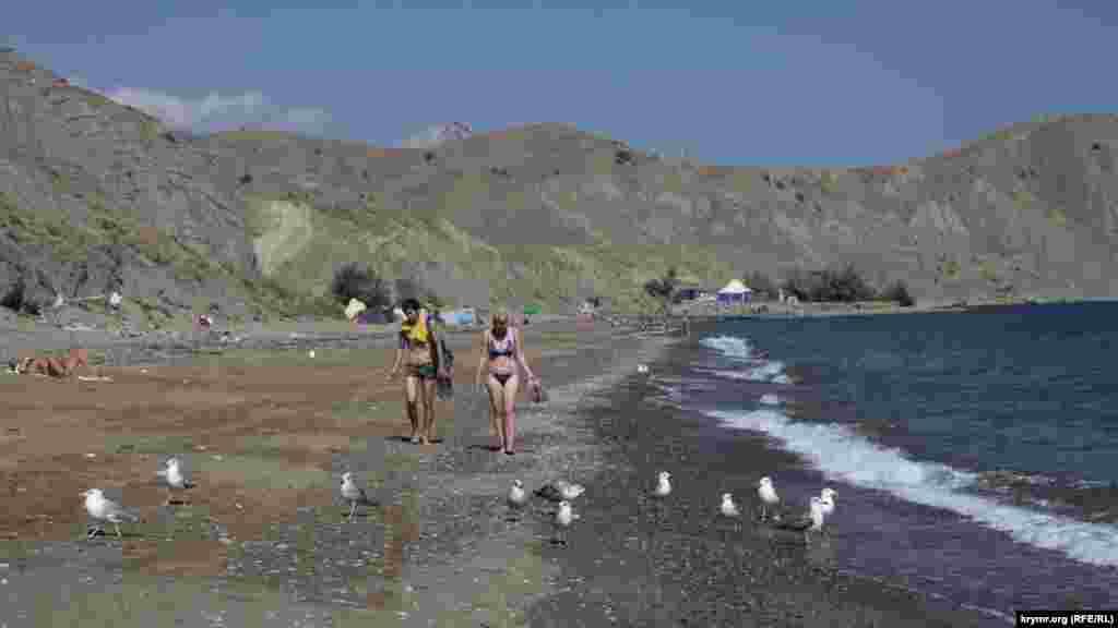 Пляж чист