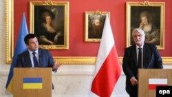 Вітольд Ващиковський (п) і міністр закордонних справ України Павло Клімкін (л) під час зустрічі у Варшаві, 15 березня 2017 року