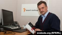 "Radio Svaboda journalist Aleh Hruzdzilovich with his book, ""Who Blew Up the Minsk Metro?"""