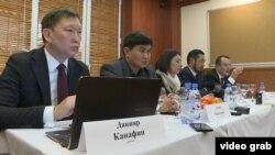Участники пресс-конференции (слева направо): адвокат Данияр Канафин, представители кыргызстанского НПЗ Алмаз Чокморов и Юлия Сивашова, адвокаты Серик Сагалиев и Искандер Алимбаев. Алматы, 24 января 2019 года.