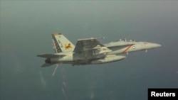 مقاتلة أميركية بعد انطلاقها من حاملة الطائرات (جورج بوش) في الخليج