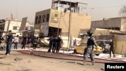 عناصر أمن في موقع تفجير ببغداد