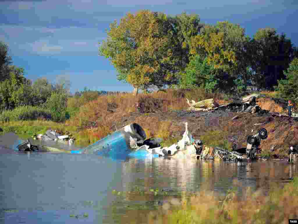 The crash site of a Yak-42 jet near the city of Yaroslavl, on the Volga River, on September 7, which killed nearly the entire Lokomotiv Yaroslavl hockey team. (Photo by Vladimir Smirnov for ITAR-TASS)