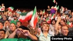 تماشاگران در جام جهانی کشتی در لسآنجلس