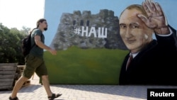 Одно из граффити, появившихся в Симферополе накануне визита Владимира Путина в Крым