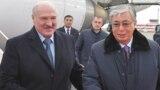 Президент Беларуси Александр Лукашенко (слева) и президент Казахстана Касым-Жомарт Токаев. Нур-Султан, 24 октября 2019 года.