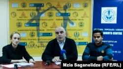 По словам главы Центра по правам человека Алеко Цкитишвили, чаще всего покинуть страну вынуждают мужчин – граждан восточных государств