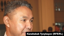 Азат Перуашев. Алматы, 27 қараша 2011 жыл.