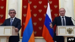 Russia -- Russian President Vladimir Putin (R) and his Armenian counterpart Serzh Sarkisian attend a press conference at the Kremlin in Moscow on August 10, 2016