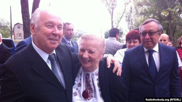 Володимир Рибак, спікер Верховної Ради, та Марія Олійник, заступник голови Донецького обласного управління товариства «Просвіта»