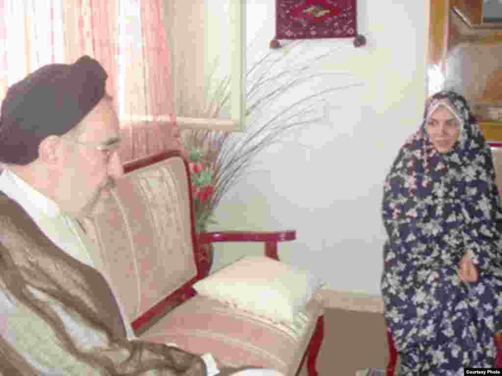 دیدار محمد خاتمی با خانواده سعید شریعتی عضو بازداشت شده جبهه مشارکت