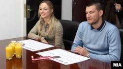 Каратистите Наташа Илиевска и Мартин Несторовски на прием во Агенцијата за спорт и млади.