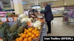 Второй раз за последние два года годовой рост потребительских цен в России остается неизменным два месяца подряд