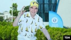 "Türkmenistanyň prezidenti Gurbanguly Berdimuhamedow ""Awazada"" welosipedli gezim edýär. TDH-nyň suraty"