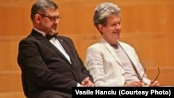 Ștefan Ignat alături de directorul Operei din Gera, Laurent Wagner
