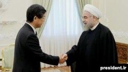 سفیر ژاپن در تهران استوارنامه خود را پنجم آبان ماه سال گذشته تقدیم حسن روحانی کرده بود.