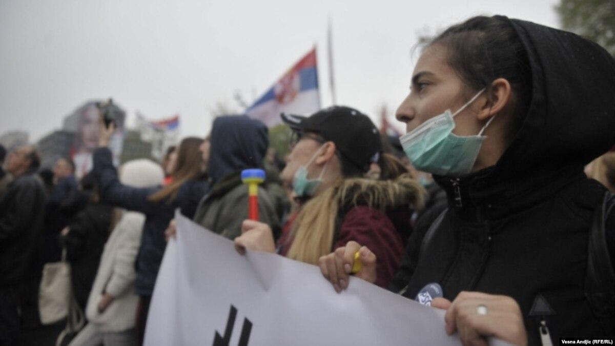 Сербія: тисячі людей мітингують за відставку Вучича