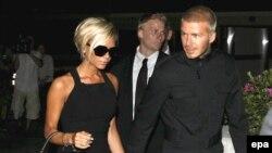 Английский футболист Дэвид Бекхэм (справа) и его жена Виктория в Лос-Анджелесе, 12 июля 2007 года