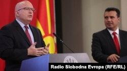 вд помошникот државен секретар за Европа и Евроазија на САД, Филип Рикер на денешната прес-конференција во Владата со премиерот Зоран Заев.