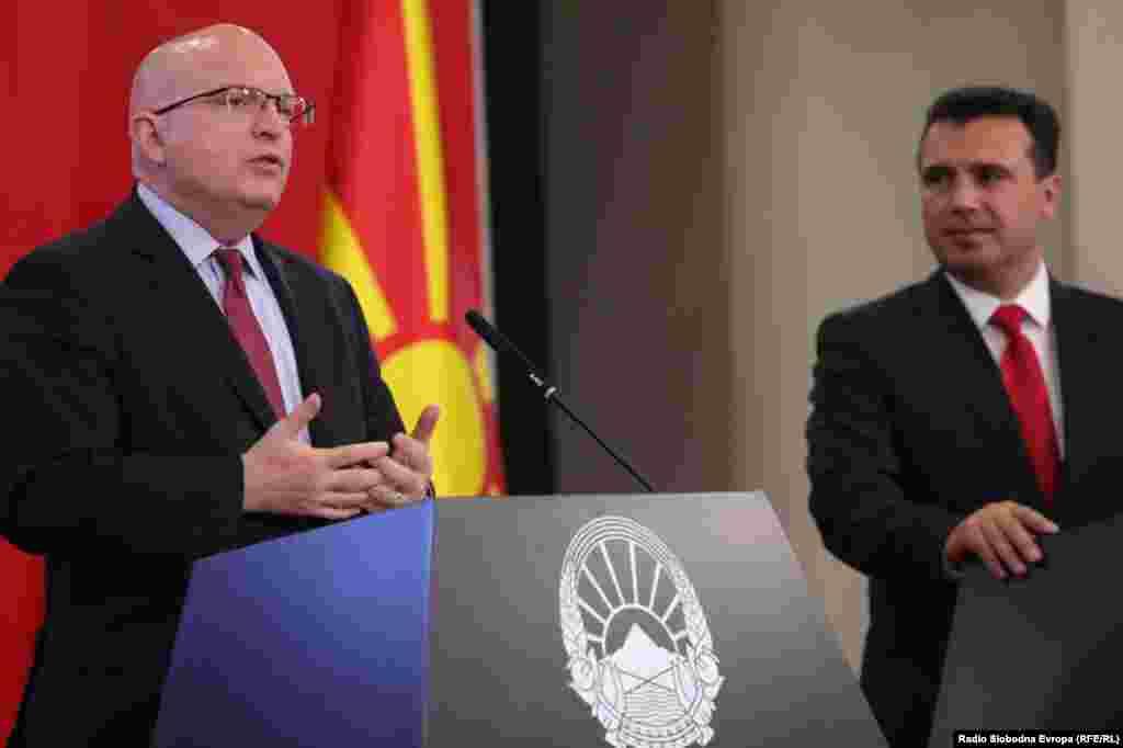 МАКЕДОНИЈА - Време е работите да се придвижат. САД сака да работи со сите политички партии во Северна Македонија и мораме да видиме разумни напори. Усвојувањето на Законот за ЈО (СЈО) треба да се донесе и ја поттикнувам опозицијата да се придвижи во таа насока, рече в.д. помошникотот државен секретар на САД Филип Рикер за време на посетата на Македонија.