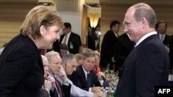 Федеральный канцлер ФРГ Ангела Меркель и президент России Владимир Путин в Мюнхене в 2007 году.