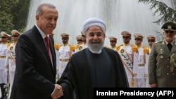 Recep Tayyip Erdoğan (solda) və Həsən Rohani oktyabrın 4-də Tehranda görüşüblər